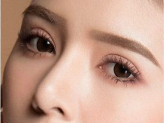Kẻ thêm eyeliner giúp đôi mắt sắc nét