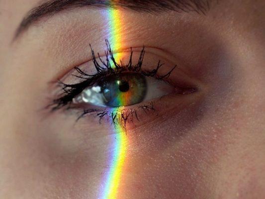 Trang điểm mắt hai mí tạo cảm giác giúp đôi mắt long lanh